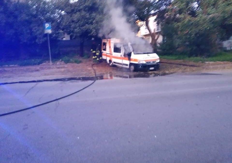 Sassari: ambulanza del 118 data alle fiamme da vandali