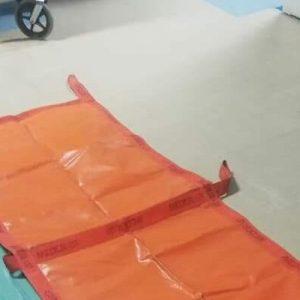 Prosegue l'emergenza ascensori a Locri: infermieri precettati per trasportare i malati lungo le scale