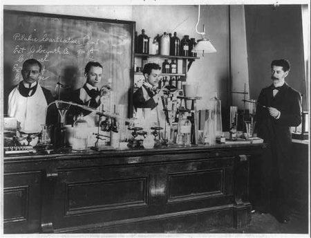 Comunicare la chimica: le abbiamo provate davvero tutte?