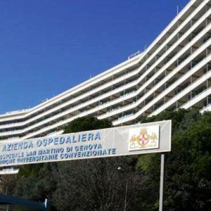 Genova, mancano 300 infermieri al San Martino: via agli accorpamenti dei reparti