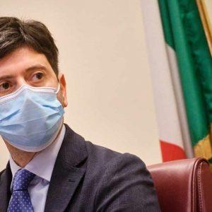 """Vaccini anti-Covid, Speranza: """"Valuteremo estensione terza dose in base a evidenze"""""""
