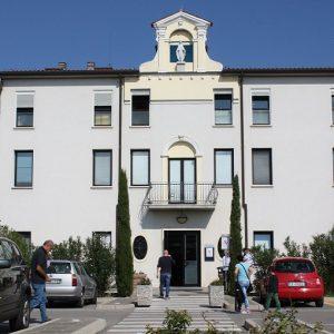 Porto Viro (Rovigo), infermiere aggredito in Pronto soccorso dopo un incidente stradale