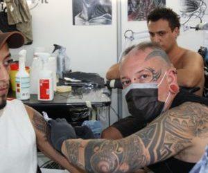 """Zaia:""""Per fare iniezioni non serve laurea"""". Perché non usare anche i tatuatori per le vaccinazioni?"""